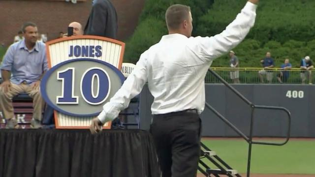 Jones' No. 10 retired by Bulls