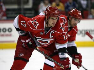 Hurricanes top Nashville, 4-3