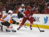 Hurricanes top Flyers, 2-1