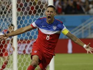 El jugador de Estados Unidos, Clint Dempsey, festeja un gol contra Ghana en el Mundial el lunes, 16 de junio de 2014, en Natal, Brasil. (AP Photo/Ricardo Mazalan)