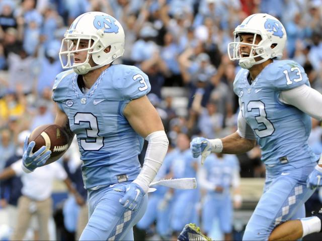 Ryan Switzer (3) scores during ACC football action at Kenan Stadium between  the North 5287fcd5a