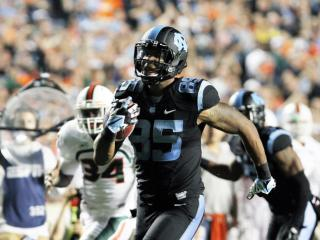 North Carolina's Eric Ebron scores during the Tar Heels' 27-23 loss to Miami on Thursday, October 17, 2013 in Chapel Hill, NC (Photo by Jack Morton).