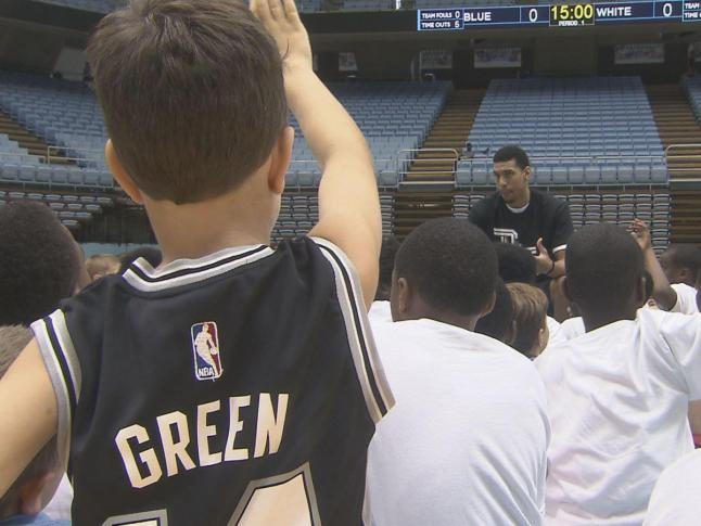 Green returns to UNC to teach hoops, humility to young campers