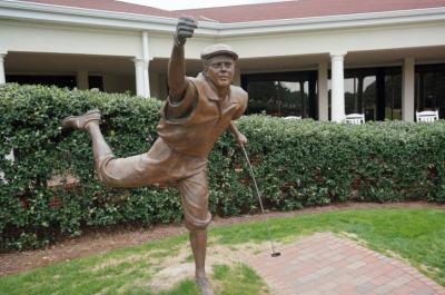 A statue of Payne Stewart stands tall at the No. 2 in Pinehurst.