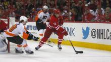 Hurricanes top Flyers, 2-1