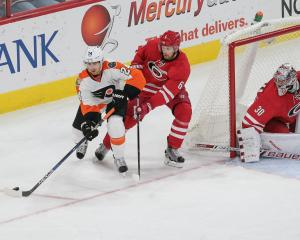 Canes give up SH goal in 3rd, fall to Flyers 4-3